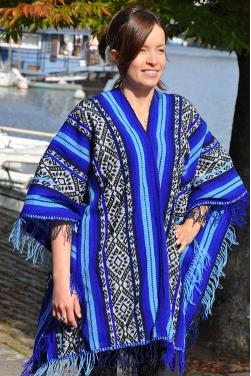 Authentique poncho de Cusco.