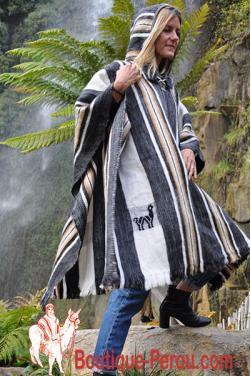Poncho en laine d'alpaga avec sa capuche