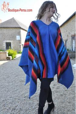 Poncho en laine d'alpaga bleu indigo.