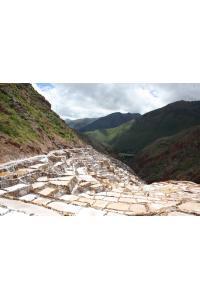 Salines de Maras, au fond on aperçois la vallée sacré des Incas